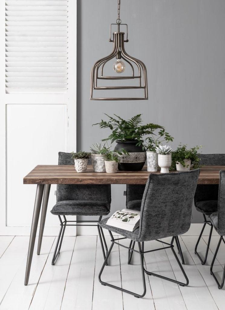 Snugg ML Retro dining table 210 ruokapöytä -ML Trapezium chair -tuolit