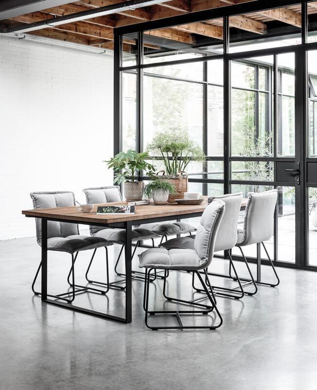 Snugg Must Living Odeon ruokapöytä Cloud ruokapöydän tuolit