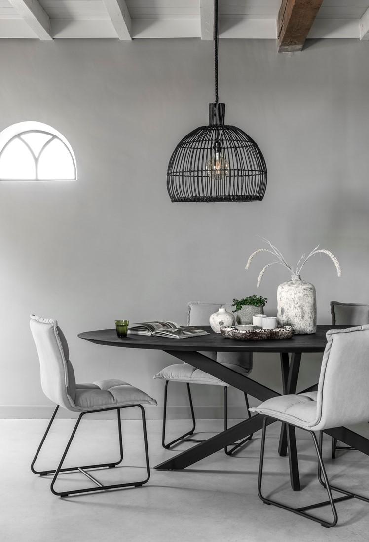 Snugg-timeless-Shape puinen ruokapöytä-musta ovaali-plus-tuoli-cloud-rottinkivalaisin